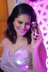 What does Sunny Leone smell like?