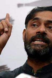 What Yogendra Yadav said about depositing old notes in banks goes viral