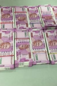Police apprehend 2 men carrying Rs 27 lakh new notes