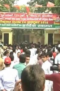 <p>LIVE! Mulayam-Akhilesh supporters clash outside SP HQ </p><br><p>SC to hear December 16 gangrape convicts' plea today </p><br><p>1 terrorist killed, 3 civilians injured as Pak violates ceasefire in Kupwara </p>
