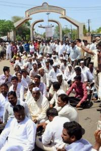 Maha farmers call off stir after state announces loan waiver