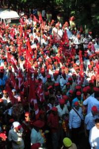 Farmers' protest march reaches Mumbai, to <i>gherao</i> assembly tomorrow