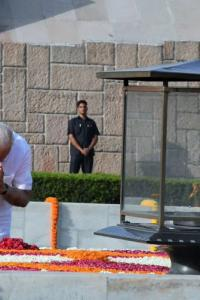 Ahead of swearing in, Modi pays tributes to Gandhi, Vajpayee