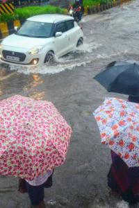 Heavy rain causes flooding in several areas of Mumbai