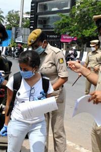 K'taka won't allow people from Guj, Mahara, Kerala, TN till May 31