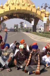 'Chakka jam': Farmers in Punjab, Haryana block roads