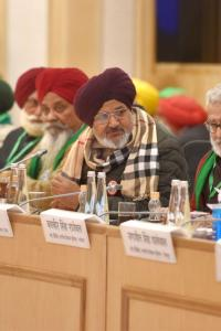 Govt urges farmers to reconsider demands; unions unfazed