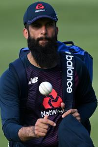 England's Silverwood apologises for confusion over Moeen departure