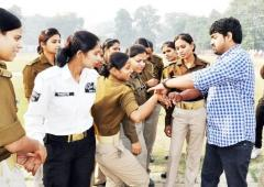 INSPIRING! He's teaching India's women to be safe