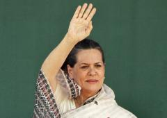 Like Queen Elizabeth, Sonia Gandhi should continue