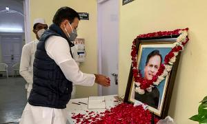 Prez, PM, leaders across parties mourn Ahmed Patel