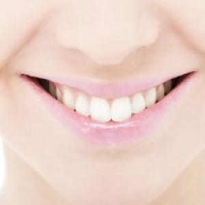 10 bad habits that harm your teeth