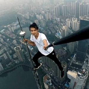 Selfie daredevil dies, but the extreme selfie madness lives on
