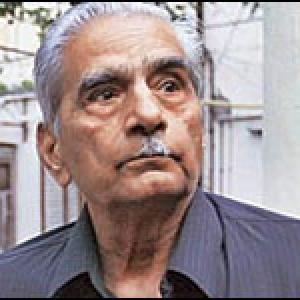 Shanti Bhushan donates Rs 1 crore to Aam Aadmi Party