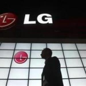 LG plans to recast mobile phone business