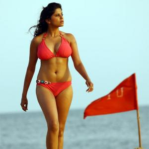 PIX: Is she hotter than No Entry's Bipasha