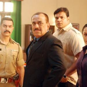 PIX: Aamir Khan solves murder case with ACP Pradyuman