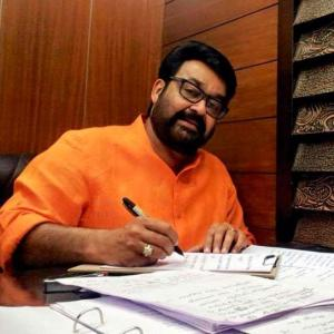 Mohanlal's blog on freedom receives extreme reactions