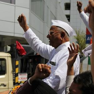 Anna Hazare begins fast unto death against corruption