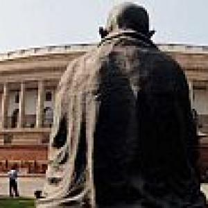 FDI issue again derails Parliament work