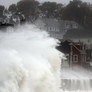 Hurricane Sandy hammers US East Coast