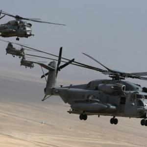 India, US sign deals for 22 Apache choppers, 15 Chinook copters