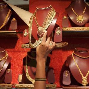 Jewellery stocks plunge post demonetisation