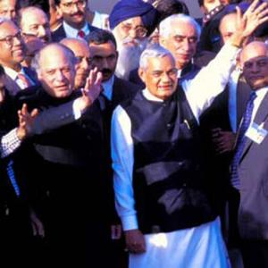 Pak government, leaders pay tribute to Vajpayee