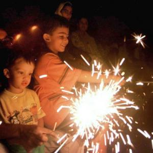 SC favours green Diwali; restricts bursting of crackers to 2 hours