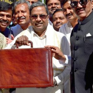 Ahead of K'taka polls, Siddaramaiah rolls out sops in budget
