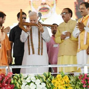 At UP rally, PM criticises Rahul for hugging him in Parliament