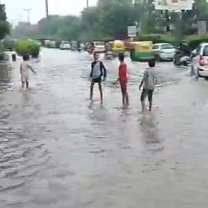 Heavy rains lash Delhi, roads waterlogged for 2nd day