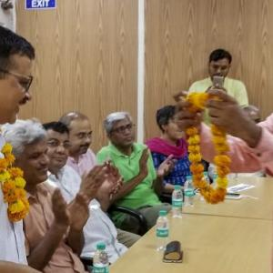 Delhi L-G asks Kejriwal to meet babus, CM ends 9-day sit-in