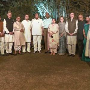 Sonia's dinner diplomacy with opposition parties