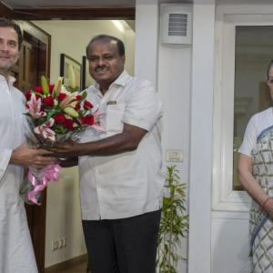Kumaraswamy meets Sonia, Rahul; deputy CM, speaker to be from Cong