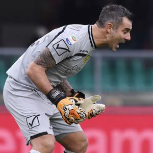 Football Briefs: Stunning Sorrentino stops Roma