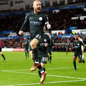 EPL PHOTOS: Unstoppable Man City break record, United win