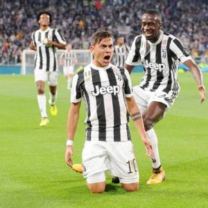 Football Briefs: Dybala brace helps Juve down Torino; PSG draw