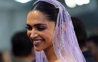 Inside IIFA 2019: Here's why Deepika is laughing