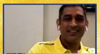Dhoni's sweet reaction to fan's tribute!