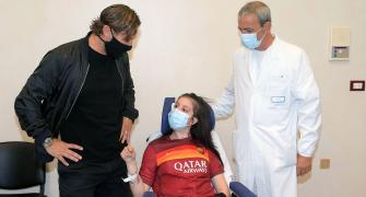 Totti meets girl who woke from coma after his message