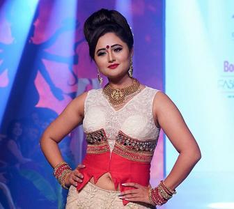 Urvashi Rautela dazzles as a bride on the ramp