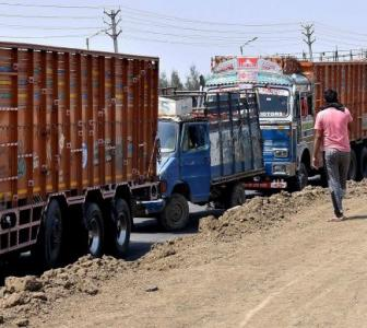Lockdown effect: 'Truckers lose Rs 1,800 cr daily'