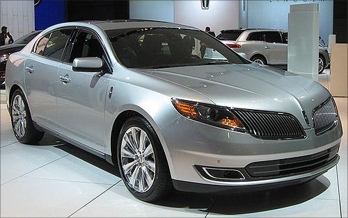 2013 Lincoln MKS.