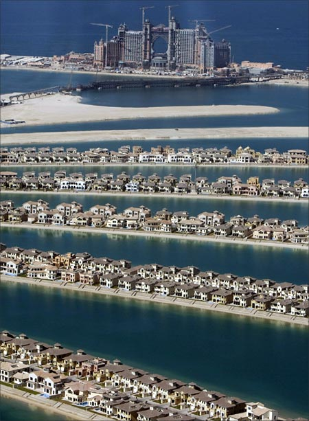 A view of The Palm Island Jumeirah in Dubai, with several residential homes that have been completed.