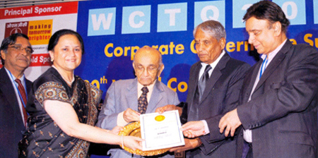 Vinita Singhania, Managing Director, JK Lakshmi Cement, for her outstanding achievements and leadership qualities received the Golden Peacock Women Business Leadership Award-2010.