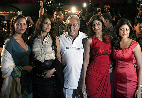 Vijay Mallya with Bollywood actresses.