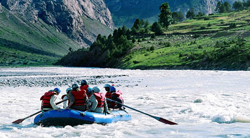 River rafting in Himachal Pradesh.