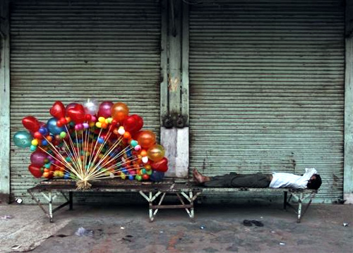 How street vendors make a living in India