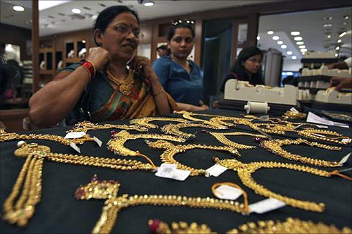 Shoppers rush for gold as price crashes